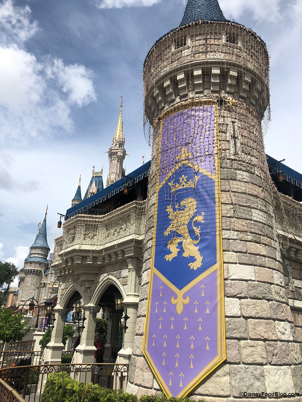 Cinderella Castle Christmas.Christmas Lights Are Showing Up On Cinderella Castle In