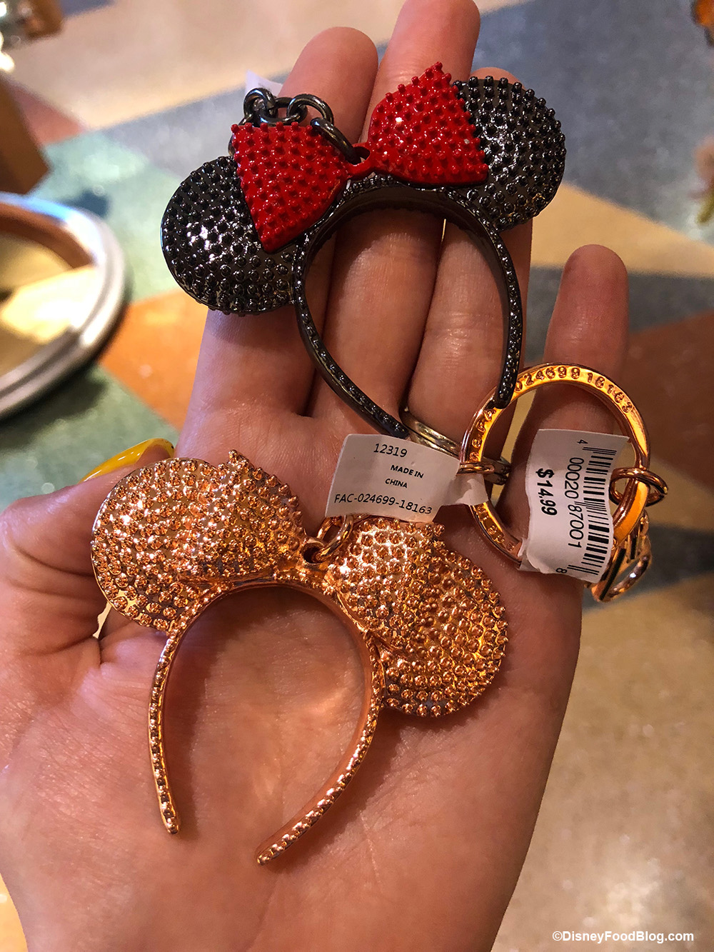 Disney Parks Mickey Mouse Donut Keychain Purse Hanger NEW