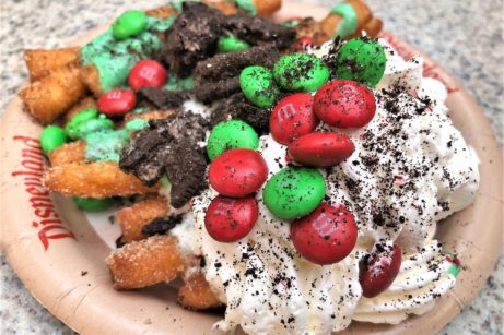 News and Review: Holiday Offerings at Award Wieners at Disney California Adventure!