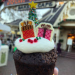 Review: NEW Sweet Christmas Treats from Jolly Holiday Bakery in Disneyland