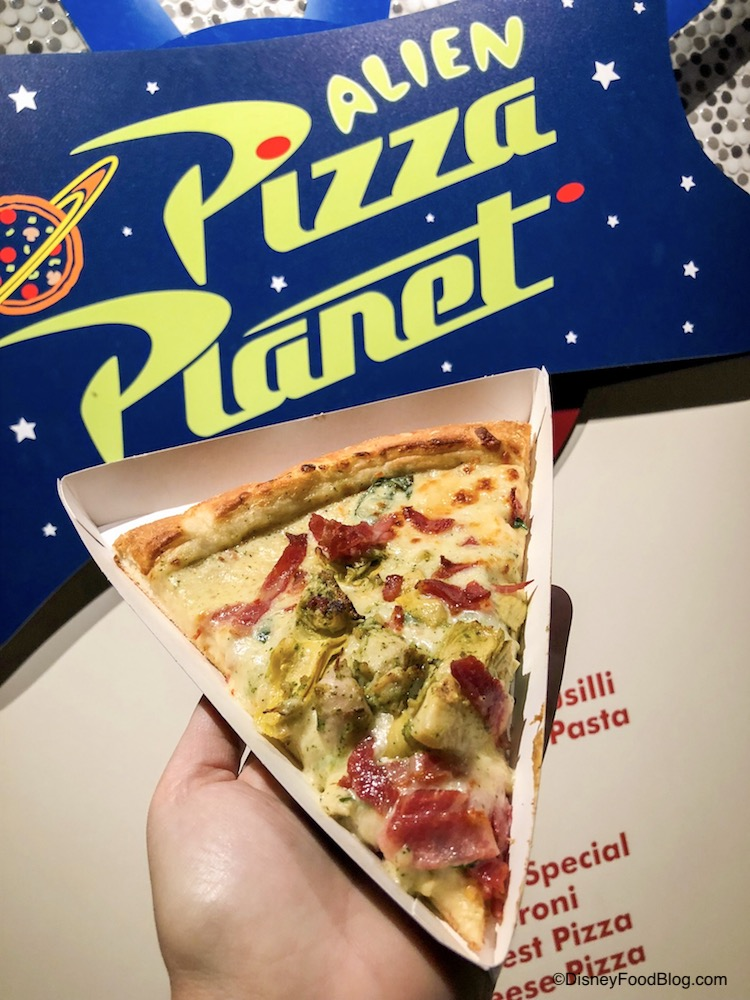 Review: Space Dip Pizza and Green Alien Holiday Macaron from Disneyland's Alien Pizza Planet!