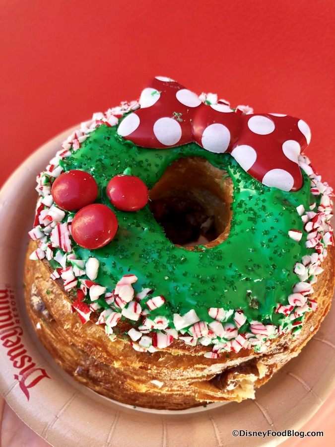 News And Review Minnie Wreath GIANT Donut In Disney California