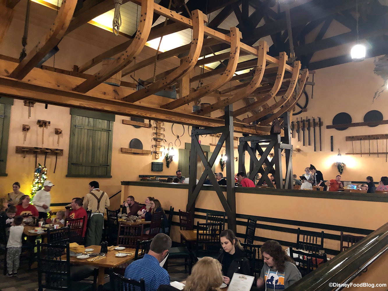 Review Boatwright S Dining Hall At Port Orleans Riverside Including New Menu Items The Disney Food Blog
