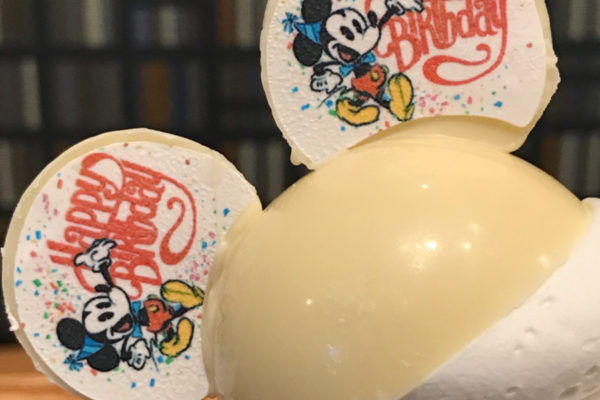 Disneyland Review: Mickey Ears Cupcake at Whitewater Snacks for Get Your Ears On!