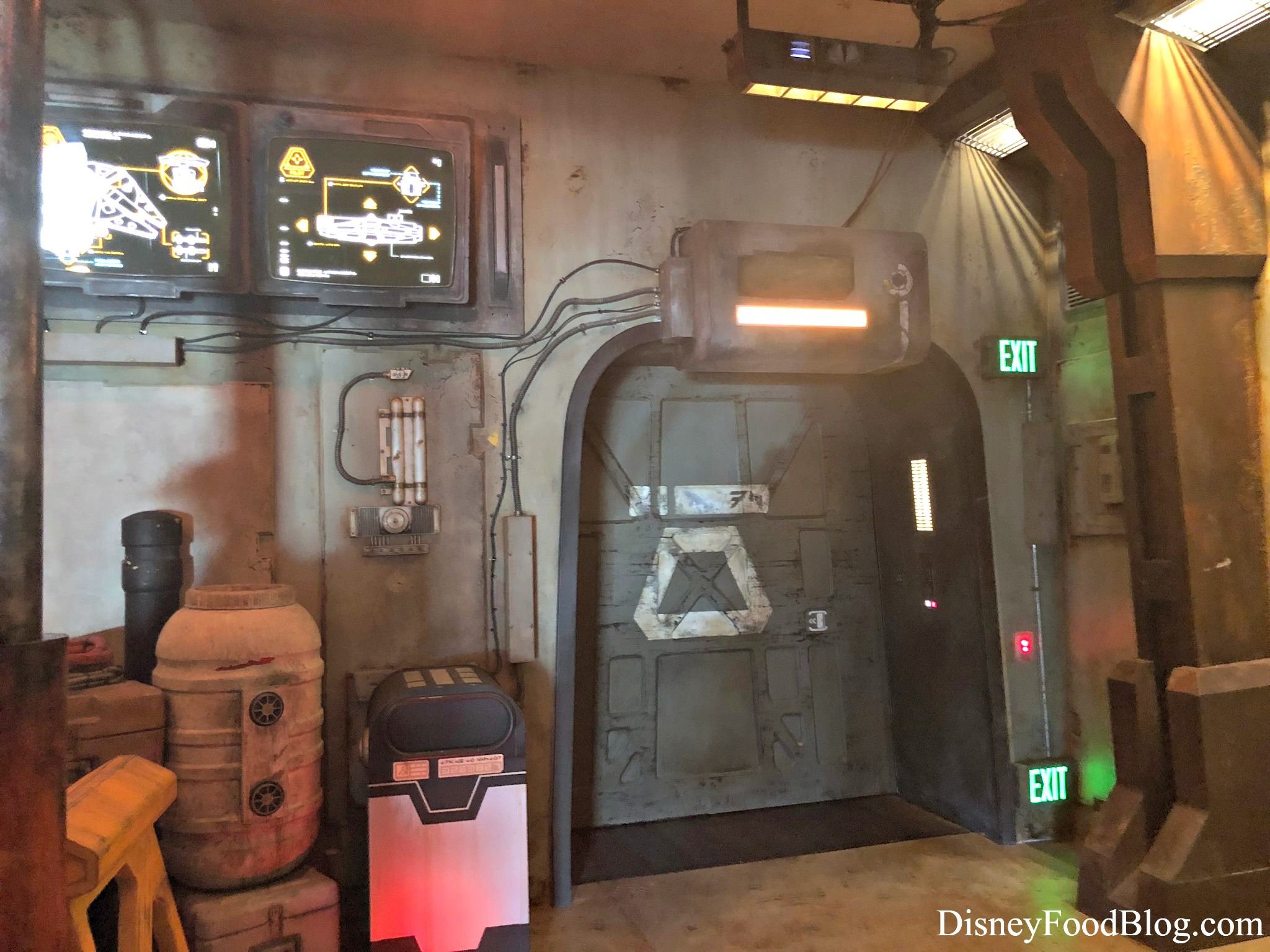 Star Wars: Galaxy's Edge Millennium Falcon: Smugglers Run