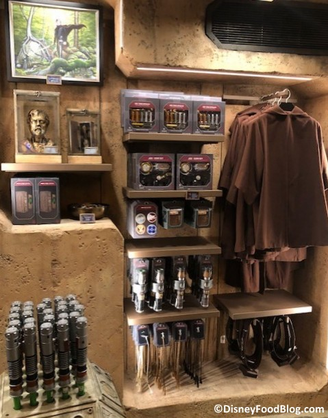 Step Inside Dok Ondar S Den Of Antiquities In Star Wars