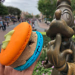 Review: NEW Goofy Cookies 'N Milk Macaron at Jolly Holiday in Disneyland