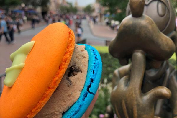 Review: NEW Goofy Cookies 'N Milk Macaron at Jolly Holiday in Disneyland