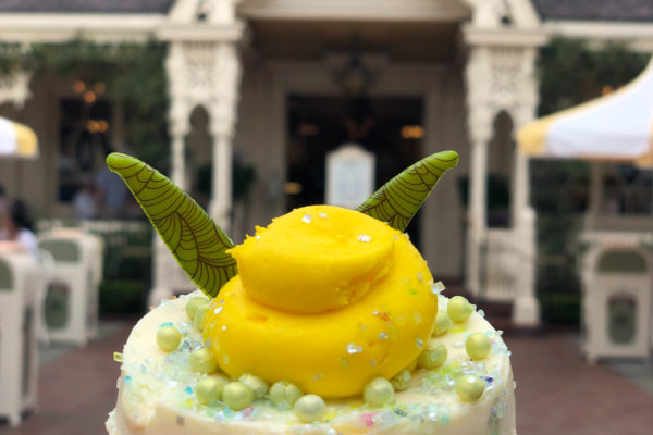 Review! Pixie Perfect NEW Tinkerbell Coconut Cheesecake Flies Into Disneyland