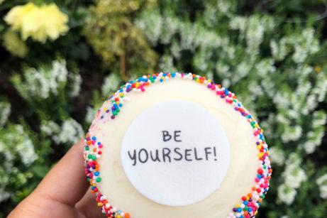 REVIEW: Pride Sprinkle Cupcake at Sprinkles in Walt Disney World and Disneyland Resort