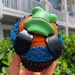 REVIEW: Goofy Peanut Butter Cupcake at Disney World's Beach Club Resort!