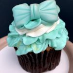 "Review and Pics! ""Love Is an Open Door"" with the Arendelle Aqua Pearl Cupcake in Epcot"