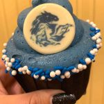 REVIEW: This Frozen 2 Cupcake Is Making an Icy Blast (AND Has a Surprise!) in Disney World!