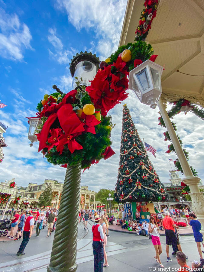 We Re Reviewing Every Holiday Treat At Walt Disney World