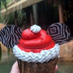 REVIEW! New Adorable Santa Mickey Cupcake at Animal Kingdom Lodge!