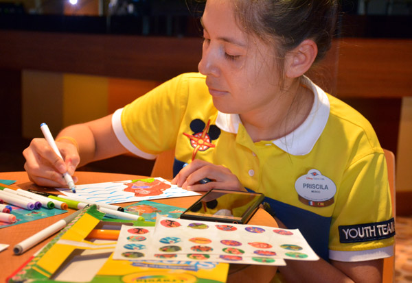 Disney Cruise Line Cast Members Use Their Artistic Talents