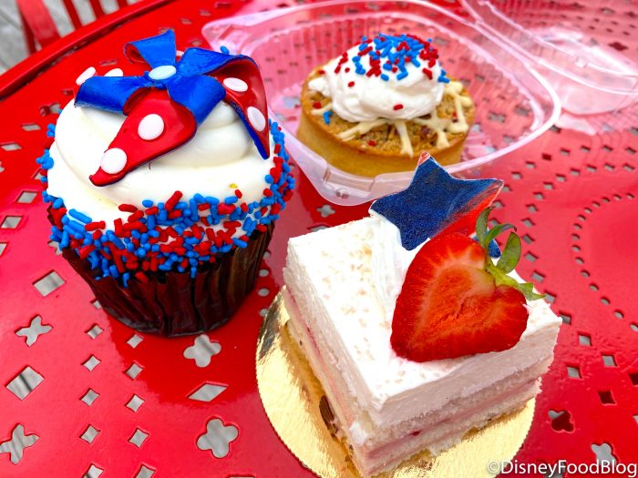 REVIEW! Disney World's BoardWalk Bakery's Fourth of July Cupcake is a STUNNER!