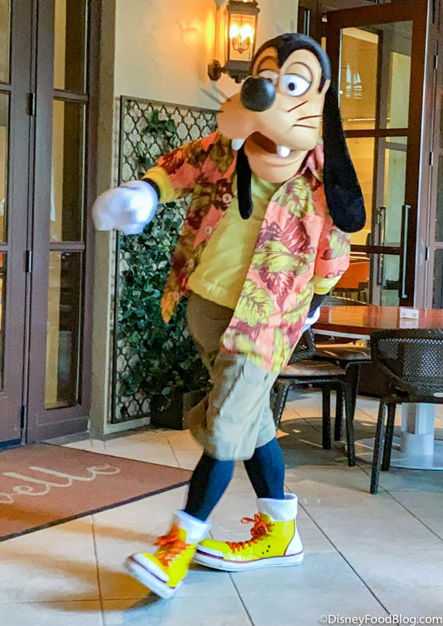 Photos And Review Breakfast With Disney Characters At Ravello In The Four Seasons Orlando The Disney Food Blog