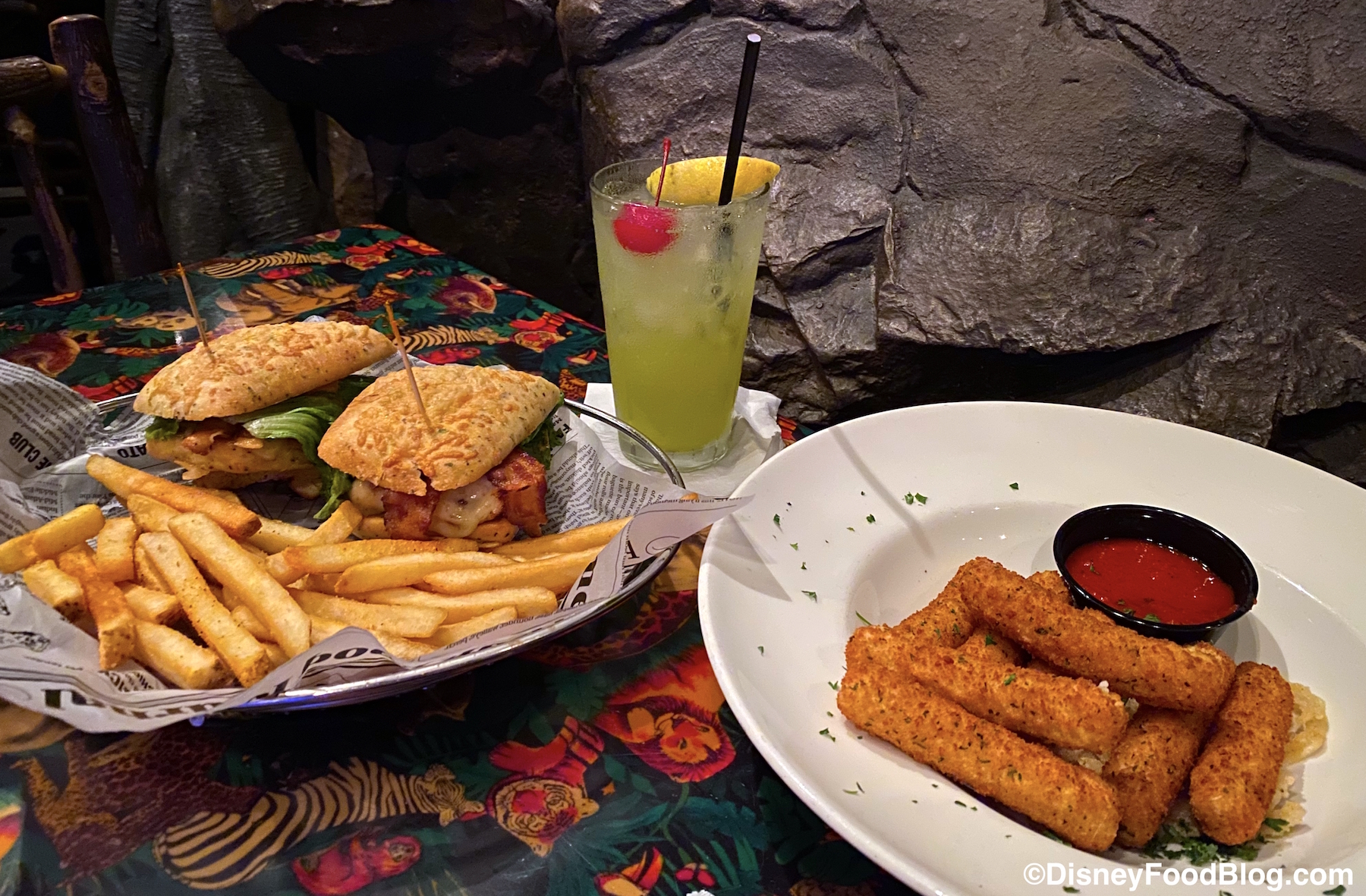 Review Is Rainforest Cafe In Disney World S Animal Kingdom A Roar Or A Snore The Disney Food Blog