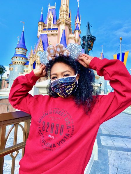 dfb-merch-sweatshirt-happily-ever-after-mask