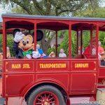 Photos and Video: Watch the Rainy Day Magic Kingdom Holiday Cavalcades With Us!