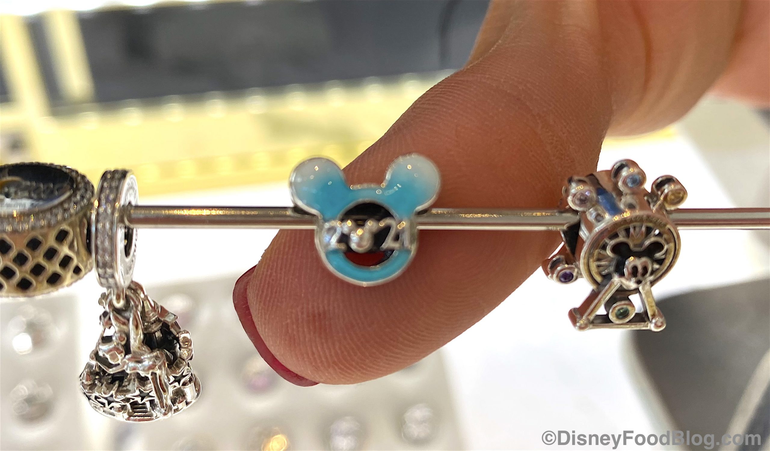Ring In The New Year With This 2021 Pandora Charm In Disney World The Disney Food Blog