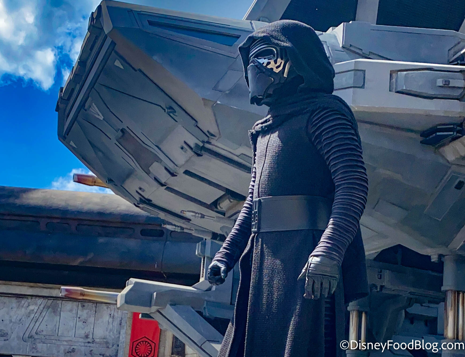 Disney World Is HIRING Actors to Play Rey and Kylo Ren at the Star Wars Hotel!