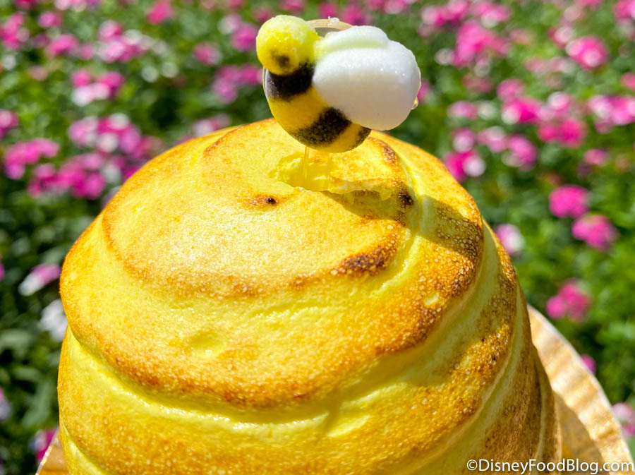Disney, Keep Putting Bees All Over Cakes If They Look Like ...